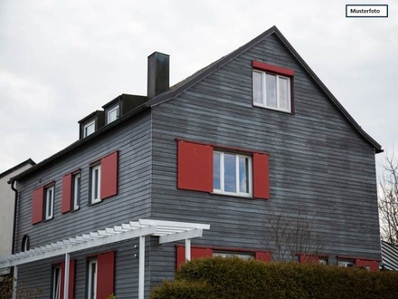 Zwangsversteigerung Zweifamilienhaus in 78655 Dunningen, Bösinger Str.