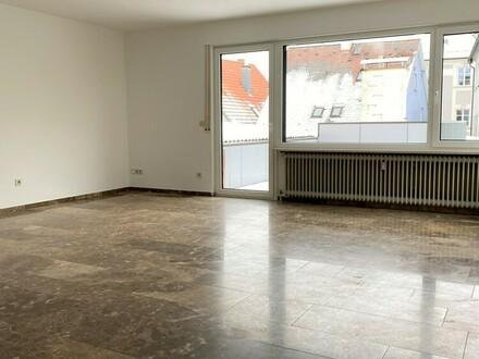 Sofortbezug in bester Innenstadtlage! 3-Zimmer Wohnung auf dem Günzburger Marktplatz zu vermieten!