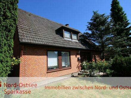 Wohnhaus mit viel Potential in beliebter Wohnlage - paradiesische Ruhe in Zentrumsnähe!