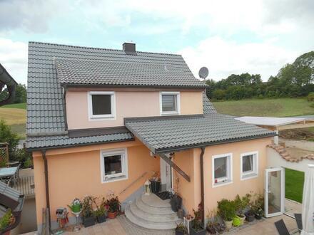 Kernsaniertes Einfamilienhaus mit Doppelgarage in Wiesau