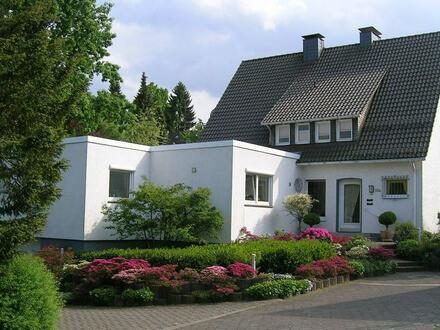 In bester Lage des Bielefelder Westens! Charmantes 1-2 Familienhaus mit gepflegtem, sonnigen Garten, Nähe Universität
