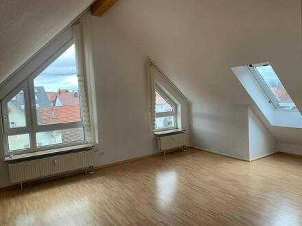 Lichtdurchflutete Dachgeschosswohnung mit Charme