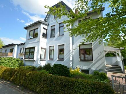 Mehrfamilienhaus mit 5 Garagen u. Halle in Blexen