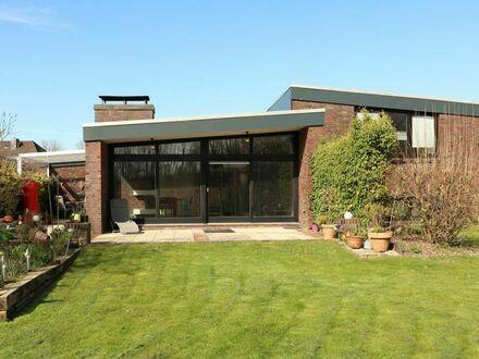 TT bietet an: Sehr großzügiges Einfamilienhaus in besonderer Bauart in Wilhelmshaven!