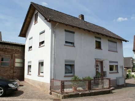 Endlich Platz für die Familie ... Gemütliches Wohnhaus mit Garten und Nebengebäude