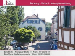 Historisches Fachwerkensemble in Rheinnähe