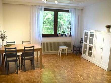 Ruhige, hübsche 2-Zimmer Wohnung in zentraler Lage! Teilmöbiliert, mit Autostellplatz, provisionsfrei