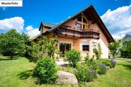 Zwangsversteigerung Einfamilienhaus mit Einliegerwohnung in 79189 Bad Krozingen, Riedstr.