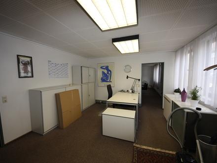 Sehr zentral gelegenes Büro/ Praxis im 1.OG mit Aufzug