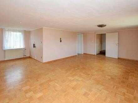 Renovierungsbedürftiges Einfamilienhaus auf großem Grundstück in Wolsdorf!