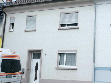 Modernisierungsbedürftiges Einfamilienhaus in Friesenheim Nähe BASF. Ideal für die Großfamilie!