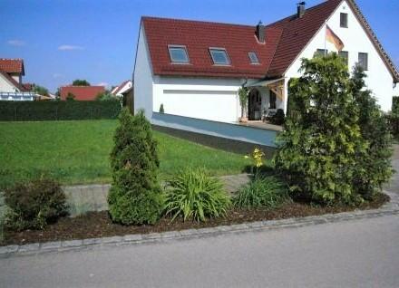 Besondere Immobilie in bevorzugter Wohnsiedlung mit großem Platzangebot - 6 km nach Nördlingen