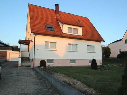 Sonniges Zweifamilienhaus mit zusätzlichem Bauplatz in ruhiger Lage von Hüttisheim