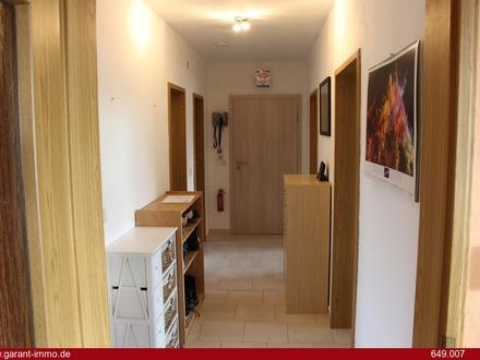Gut geschnittene 3 Zimmer-Wohnung inklusive Gartenanteil und Garage im Norden Ingolstadts