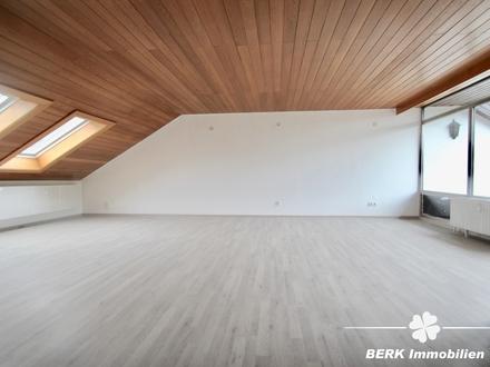 BERK Immobilien - modernisierte und lichtdurchflutete 4-Zimmer-Dachgeschosswohnung in Waldaschaff