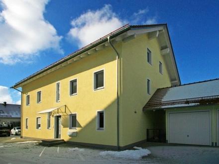Moderne 5-Zimmer-Maisonette-Wohnung (EG + 1.OG) mit Westgarten im 3-Familienhaus in ruhiger Lage