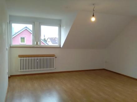 Sonnige, frisch sanierte, 4- Zimmer Wohnung, Loggia nach Süden Einbauküche