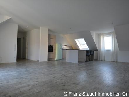 Modernes Wohnen in ruhiger Innenstadtlage: Neuwertige 4-Zi.-DG ETW mit Südbalkon & 3 Klimaanlagen