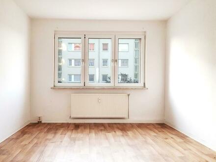 Genießen Sie die warmen Tage auf dem Balkon Ihrer neuen Wohnung!