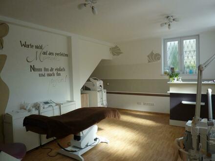 Praxis- oder Büroräume mit eigenem Eingang