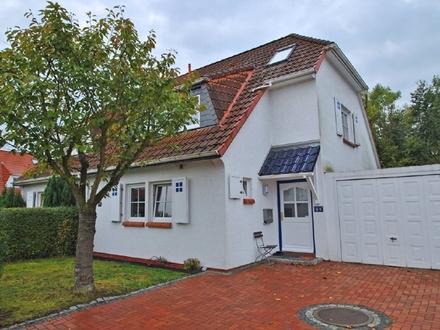 Modern ausgestattete, helle Doppelhaushälfte mit Sonnengarten in familienfreundlicher Lage