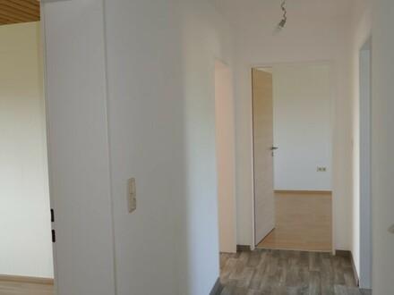 4 Zimmer in der 2. Etage mit großem Balkon