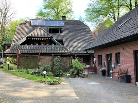 Lukratives Investment oder Eigennutzung - Großzügiges Ensemble mit Wohnhaus und Gewerbeanteil