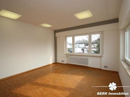 BERK Immobilien - Modernes Büro mit Teeküche und Bad/WC zu vermieten