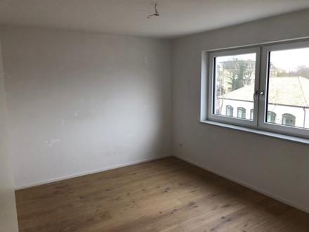 3,5 ZKB 104 m² sofort 930,- zzgl. Hochwertige ruhige Wohnung mit Aufzug...