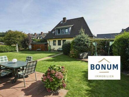 Freist. Einfamilienhaus auf traumhaftem Grundstück ca. 932 m², sehr ruhige Wohnnebenstr. (Sackgasse)