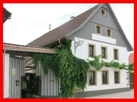Restauriertes Winzeranwesen mit Wohnhaus und Gastronomie!