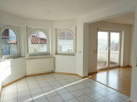 ARNOLD-IMMOBILIEN: Schöne Wohnung in ruhiger Lage mit Weitblick