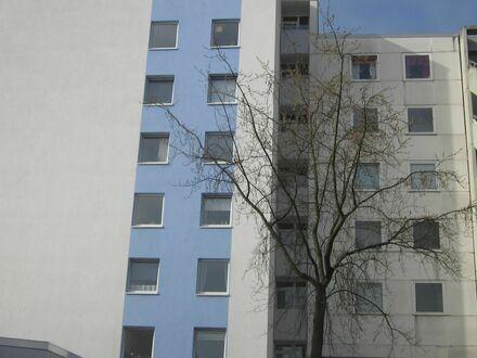 Großzügige 2-Zimmerwohnung in Wolfsburg mit Loggia, Fahrstuhl, Dusche, Stellplatz etc.