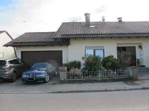 schönes solides 3-FMH, 3 Wohnungen, teilweise vermietet, m. Doppelgarage, Balkonen, Gartenhaus, Garten u. PV-Anlage in sehr…