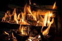 Heizen mit Holz – behaglicher Kamin