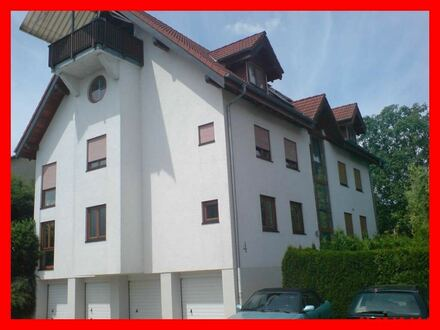 Helle Erdgeschosswohnung mit Terrasse, kleinem Garten und Stellplatz