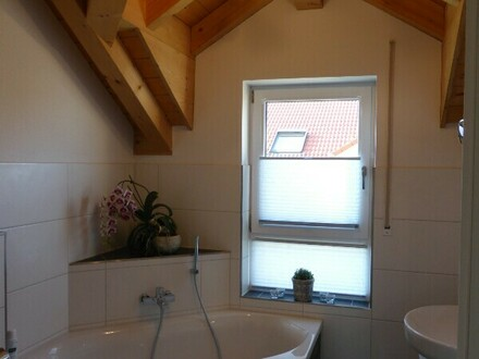Unterneukirchen - lichtdurchflutete, hochwertig ausgestattete Maisonette-Wohnung