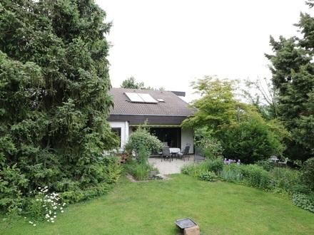 Wohnhaus mit zauberhaftem Charme - idyllischer Garten - top Lage!