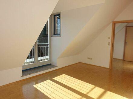 2 9 0,- für 1 Zimmer 2 2 qm DG-Wohnung mit Französischen Balkon in ruhiger Wohnlage von Alterlangen
