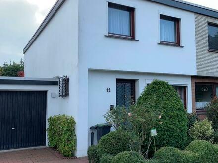 Renovierungsbedürftige Doppelhaushälfte mit Garage am Hasportsee!