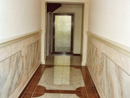 Renovierte 4-Zimmer Wohnung mit Balkon - BESTLAGE