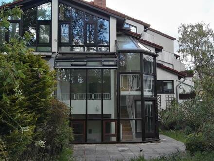 Nicht alltägliche 4-Zimmer-Eigentumswohnung mit Tiefgarage und Gartenanteil