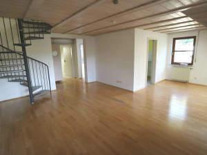 Attraktive 3-Zimmer-Studiowohnung mit 2 TG-Plätzen