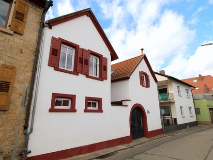 CHARMANTES HOFHAUS IN TOP-ZUSTAND!