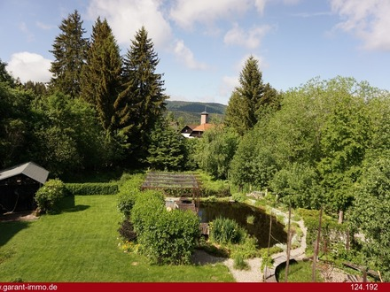 Idyllisch gelegenes Ein- bis Zweifamilienhaus in Schluchsee mit eigenem Weiher