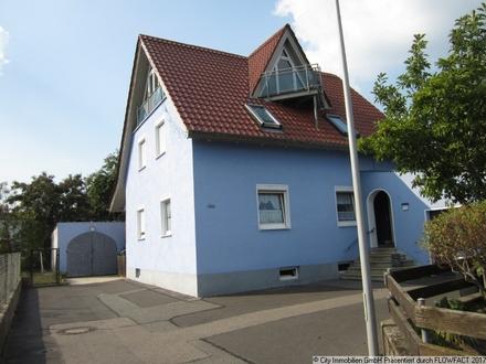 Großzügiges Zweifamilienhaus für die ganze Familie in Ullersricht! Hier können Sie einziehen und sich wohlfühlen!