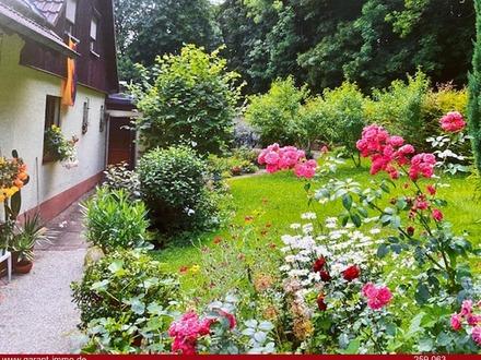 Die Natur als Nachbar! Großzügiges Einfamilienhaus mit zauberhaftem Garten in Hohenstadt!