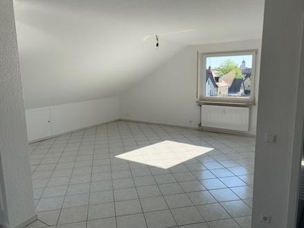 Modernisierte 2-Zimmer-DG-Wohnung mit uneinsehbarer Dachterrasse und EBK in Heilbronn auf 65 qm inkl. TG