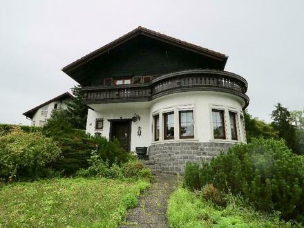 Prachtvolles Anwesen mit großem Grundstück, Poolhaus, Nebengebäude. Teilweise renovierungsbedürftig.