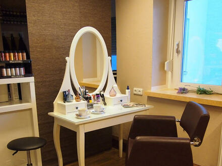 ARNOLD-IMMOBILIEN: Etablierter Friseurladen in guter Lage zum Ablösen